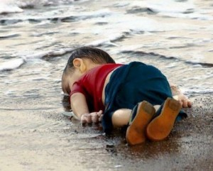 syrien-dod-pojke-pa-stranden-001