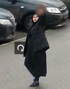 muslimsk-kvinna-avhugget-huvud-barn-001